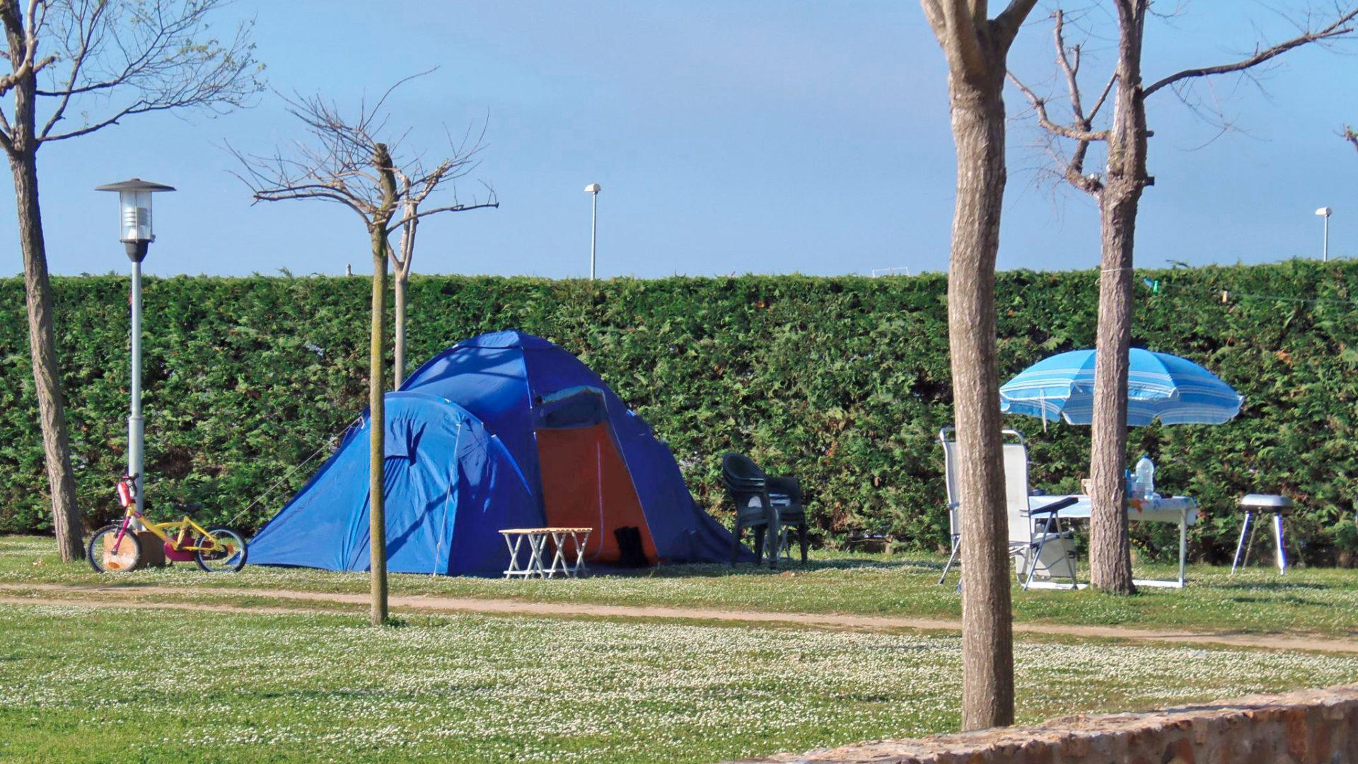 camping spain beach family