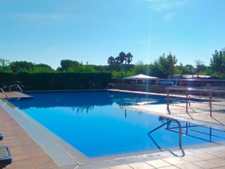 camping piscina cataluña